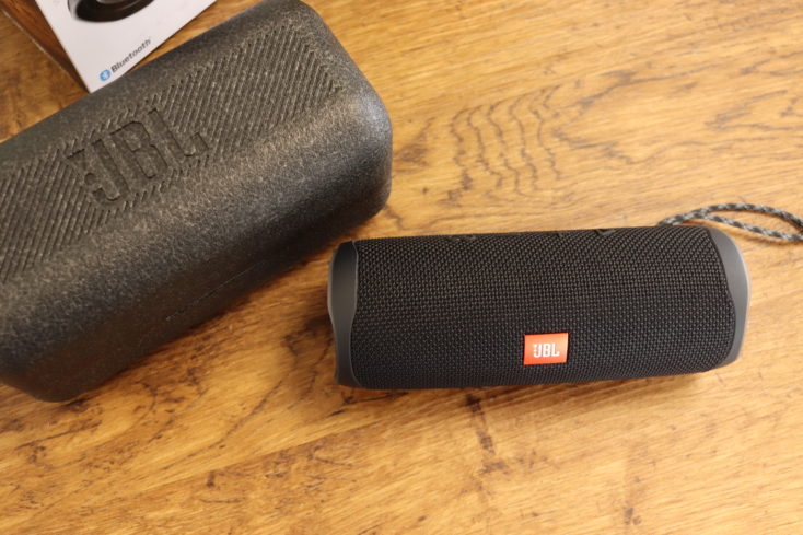 JBL Flip 5 Lautsprecher Styroporbox