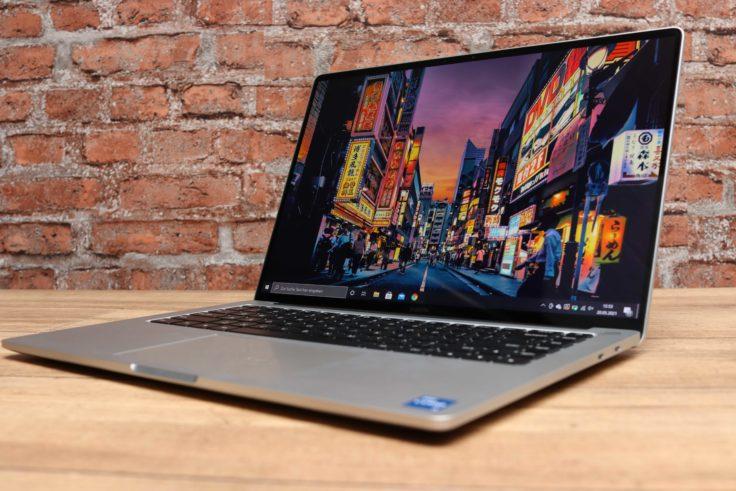 Xiaomi Laptop Pro 15 Notebook von unten seitlich