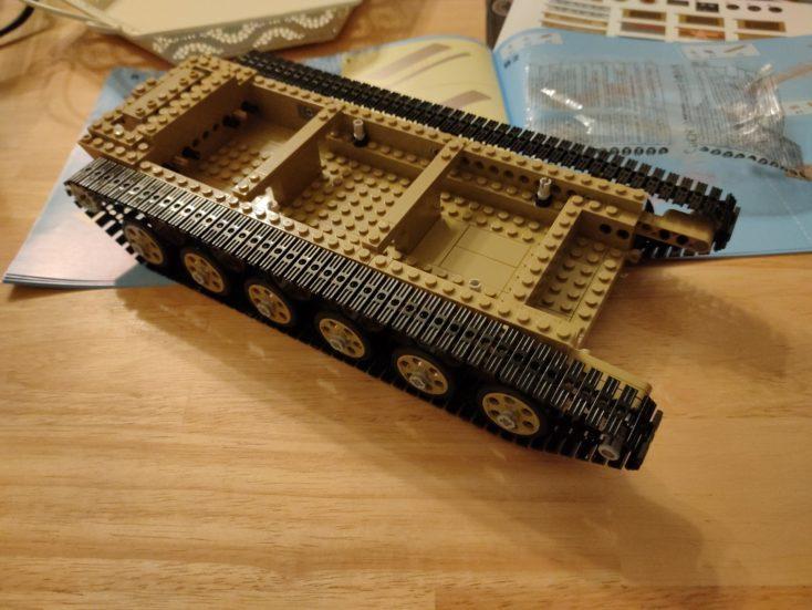 CaDA T90 Panzer C61003W halb fertig gebaut