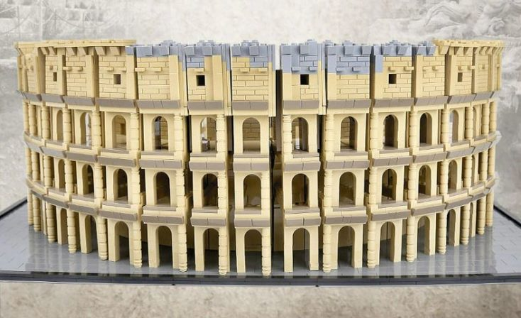Mould King Colosseum front