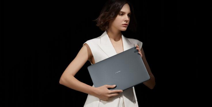 Xiaomi Notebook Pro X 15 in der Hand