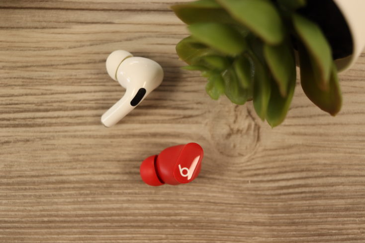 Beast Studio Buds und AirPods Pro Hoerer