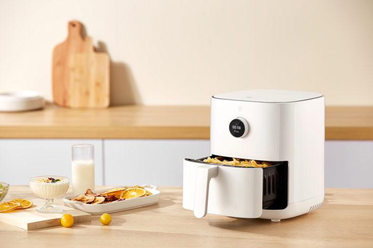 Mi Smart Air Fryer 3.5L Heißluftfritteuse auf dem Tisch