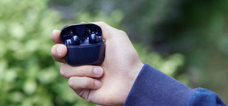 UGREEN HiTune X5 Kopfhoerer in der Hand