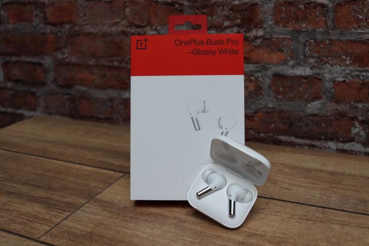 OnePlus Buds Pro Kopfhoerer mit Verpackung Frontal