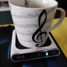 Smarter USB-Tassenwaermer mit Tasse
