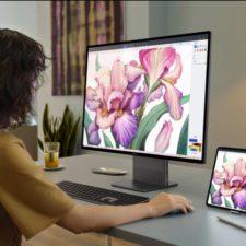 Huawei MateStation X vor dem Computer